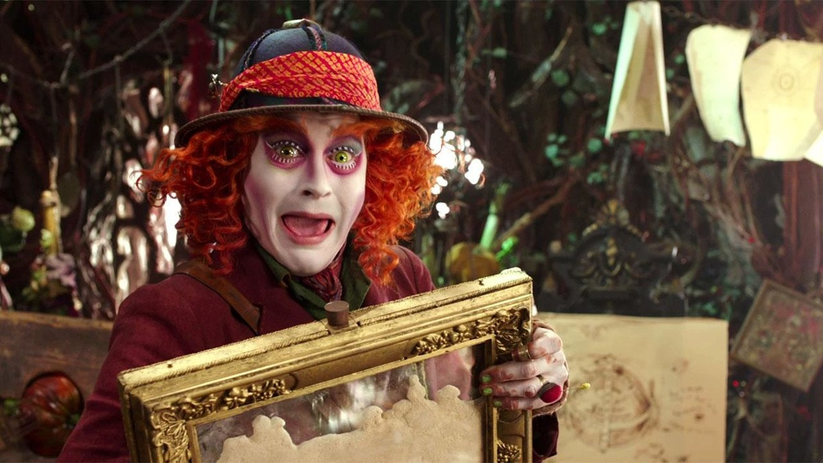 Alise Aizspogulijā, Alice Through the Looking Glass