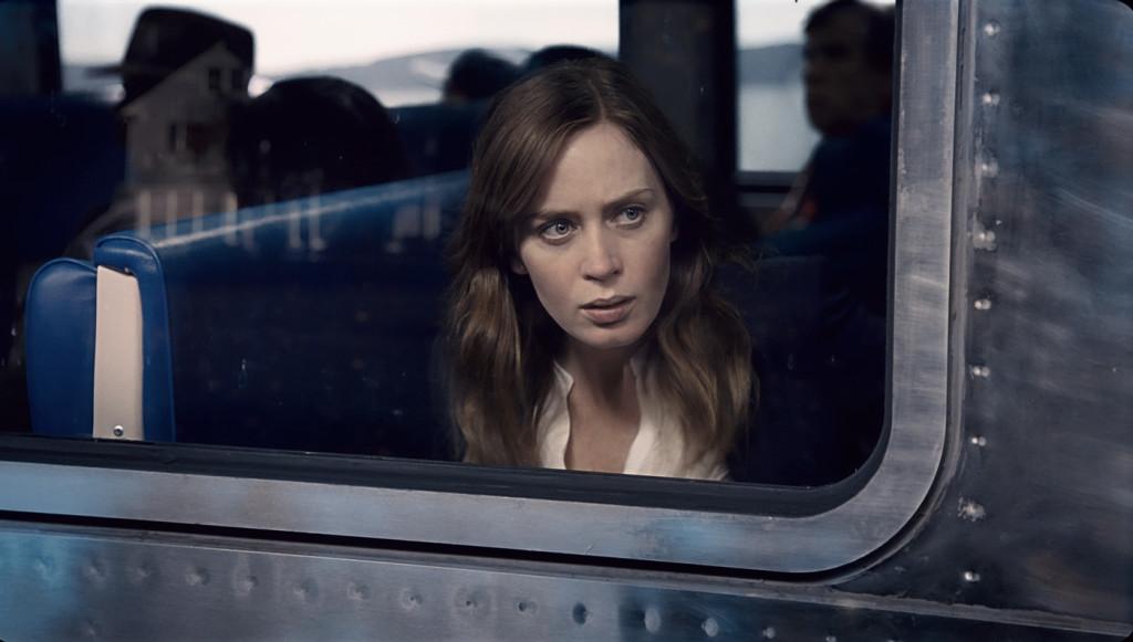 The Girl on the Train, Meitene vilcienā