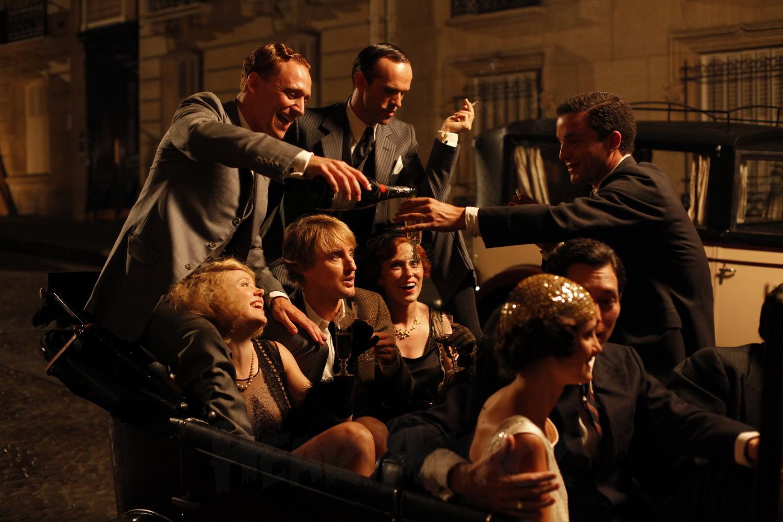 Midnight in Paris, Pusnakts Parīzē